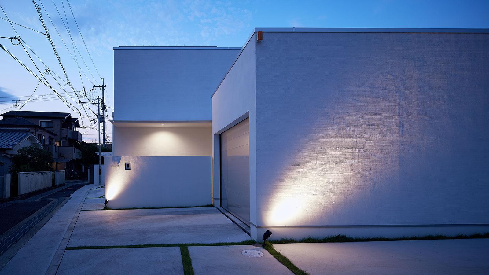 中庭を囲むロの字型の家